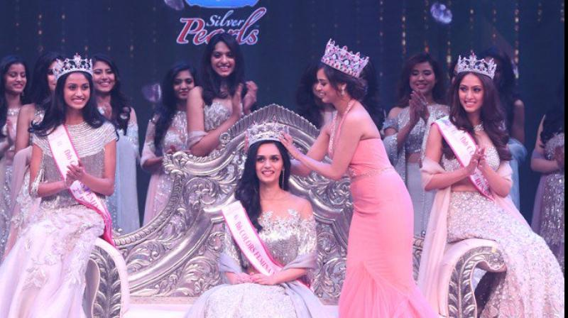 Manushi Chhillar getting crowned for Miss India World 2017 (Photo: Twitter)