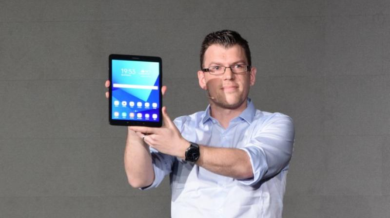 At a separate event from the MWC in Barcelona and held at the Palau de Congressos de Catalunya, Samsung, the Korean tech giant launched the next tablet the Galaxy S3 and two two-in-one convertible notebooks.