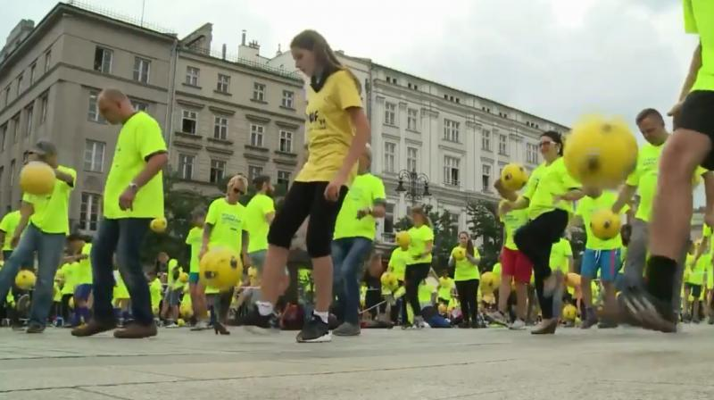 1,444 Polish football lovers who dressed in neon yellow to juggle soccer balls of the same colour in the southern city of Kraków. (Photo: Screengrab)
