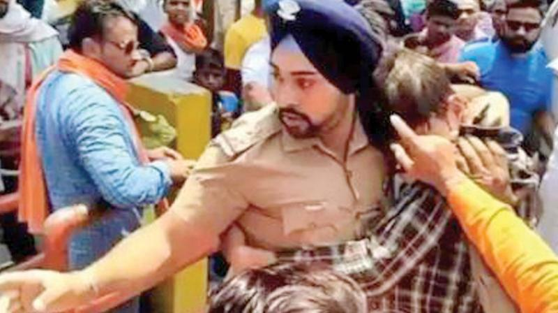 Inspector Gagandeep Singh and the Muslim youth he saved from the mob in Ramnagar. (Photo:DC)