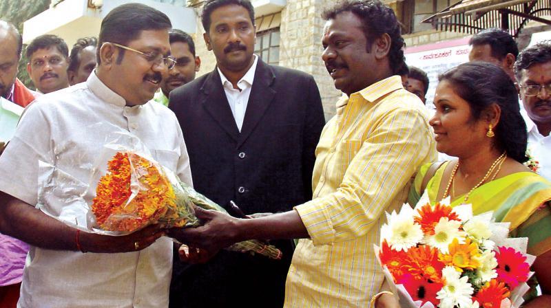 AIADMK leader T.T.V. Dinakaran arriving at Parappana Agrahara to meet V. K. Sasikala on Thursday. (Photo: DC)