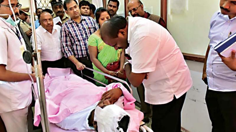 Chief Minister H.D. Kumaraswamy talks to Venu at Nimhans, in Bengaluru on Friday(Photo: KPN)