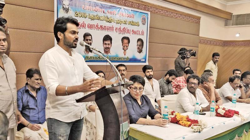 Karthi addressing Salem theatre artistes.
