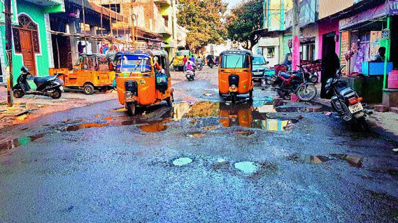 Pothole filled roads around Falaknuma Palace. (Photo: DC)