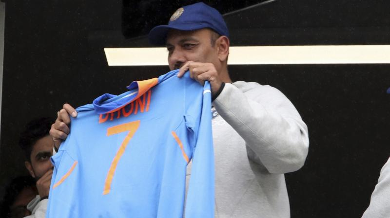 Ravi Shastri shows MS Dhoni's jersey to fans from Trent Bridge balcony