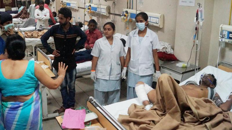 Injured people are being attended at a hospital in Meerut after the Puri-Haridwar Utkal Express derailed in Khatauli near Muzaffarnagar on Saturday. (Photo: PTI)