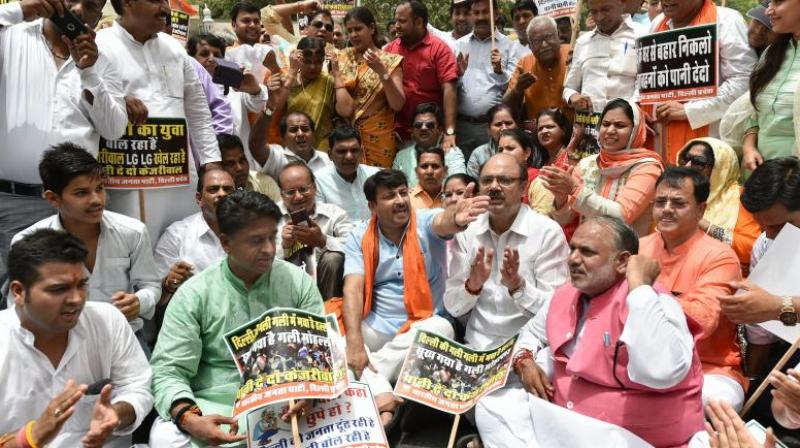 Delhi BJP president Manoj Tiwari with party workers raise slogans demanding water-power supply as they march towards Delhi Chief Minister Arvind Kejriwal's office. (Photo: PTI)