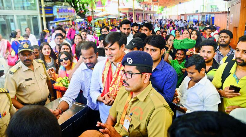 Vivek Oberoi visited the Siddhi Vinayak temple in Mumbai to seek blessings from the lord.