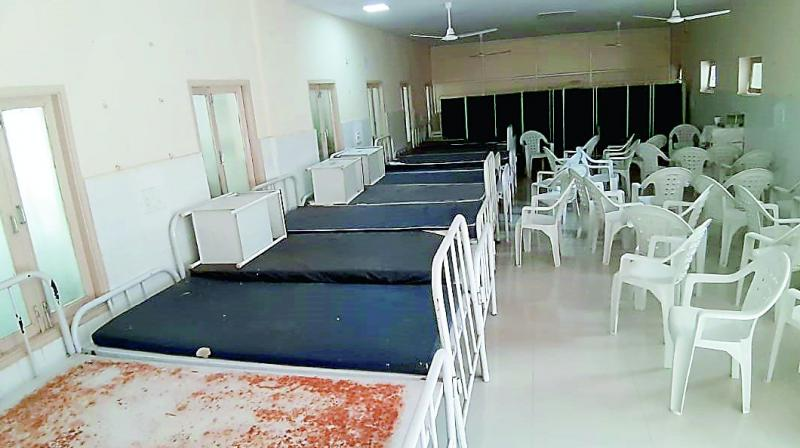 Chairs and unused beds point at the neglect shown by the hospital authorities to procure equipment and provide facilities for the patients.
