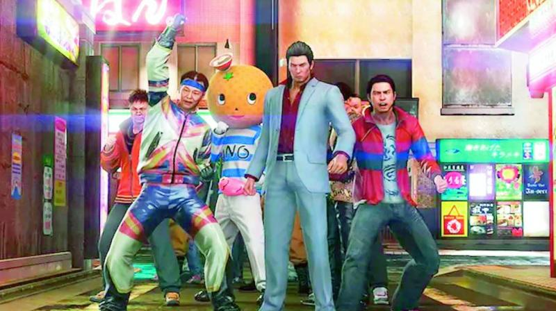 Yakuza games take place in an extremely small but dense open world, with emphasis on story, combat and mini-games. Kiryu can use his fists, kicks, weapons and all sorts of objects to beat up enemies.