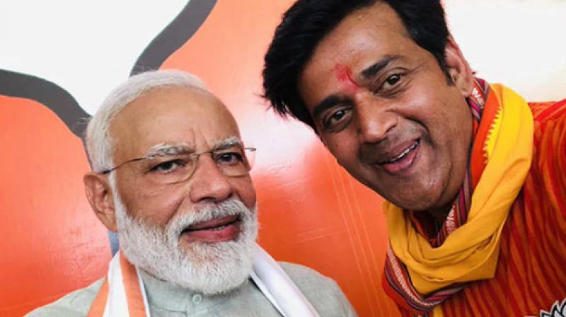 Ravi Kishan with Prime Minister Narendra Modi. (Photo Courtesy: Twitter/ @ravikishann)