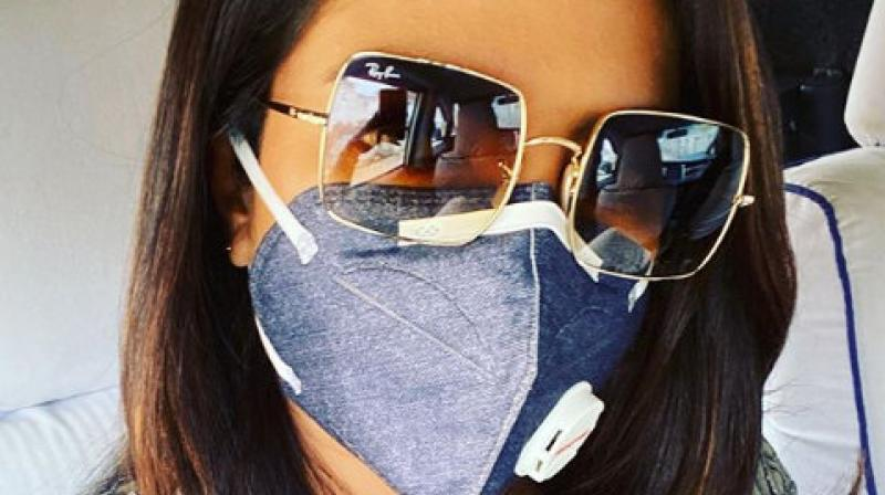 Netizens trolled Priyanka over a recent photo of her wearing an anti-pollution mask, saying that she smokes herself.