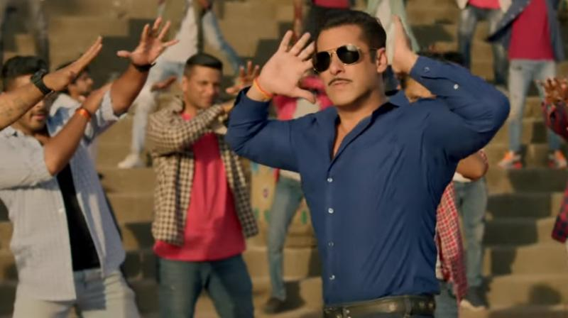 Salman Khan in Dabangg 3 song. (Courtesy: YouTube/ T-Series)
