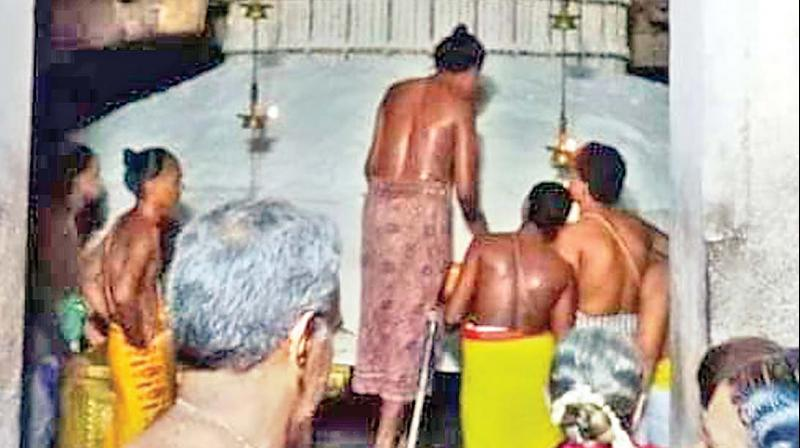 Priests perform the special ritual of bathing the Shiva Linga at the famous temple in Gangaikondacholapuram in connection with the 'Ippasi Pournami' festival.