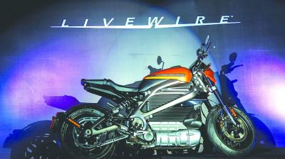 he LiveWire has claimed acceleration from 0 to 100 kmph in just 3 seconds and roll-on acceleration from 100 kmph to 129 kmph in 1.9 seconds.