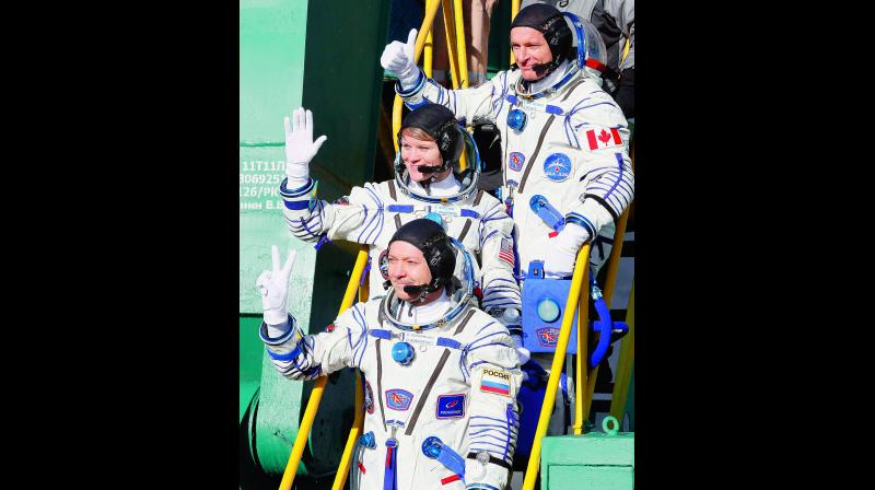 U.S. astronaut Anne McClain, centre, Russian cosmonaut Оleg Kononenko, bottom, and CSA astronaut David Saint Jacques during the rocket launch. (Photo: AP)