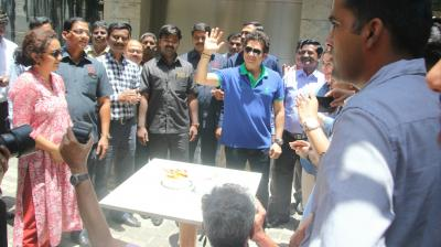 Sachin Tendulkar comes outside his Bandra residence to celebrate his 45th birthday with fans. (Photo: Mrugesh Bandiwadekar)