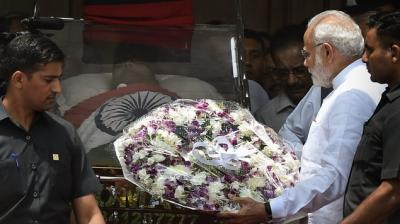 Prime Minister Narendra Modi pays his last respects to DMK chief M Karunanidhi at Rajaji Hall, in Chennai. (Photo: PTI)