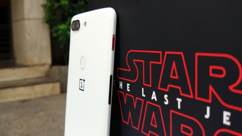 If you consider yourself to be a true Jedi, i.e. a massive fan of the Star Wars franchise and prefer basking in the glory of the greatest fictional heroes of the universe even on the move, then you should immediately head out to the nearest OnePlus store.