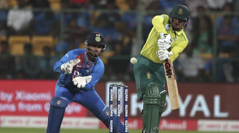 Quinton De Kock and opener Reeza Hendricks started off cautiously as they negated the new ball attack of Deepak Chahar and Washington Sundar successfully. (Photo:AP)