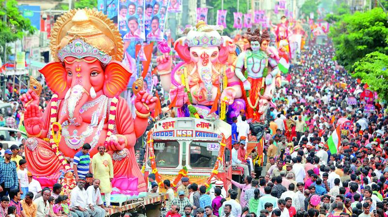 A long queue of Lord Ganesh idols awaiting immersion is seen at the MJ Market. (Photo: S. Surender Reddy)