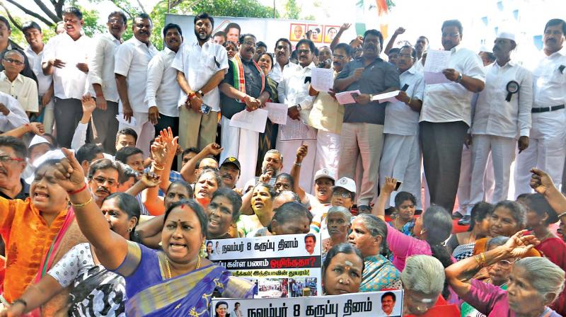 Congress president Su Thirunavukkarasar leads the protest against Central government's  demonetisation move on Wednesday. (Photo: DC)