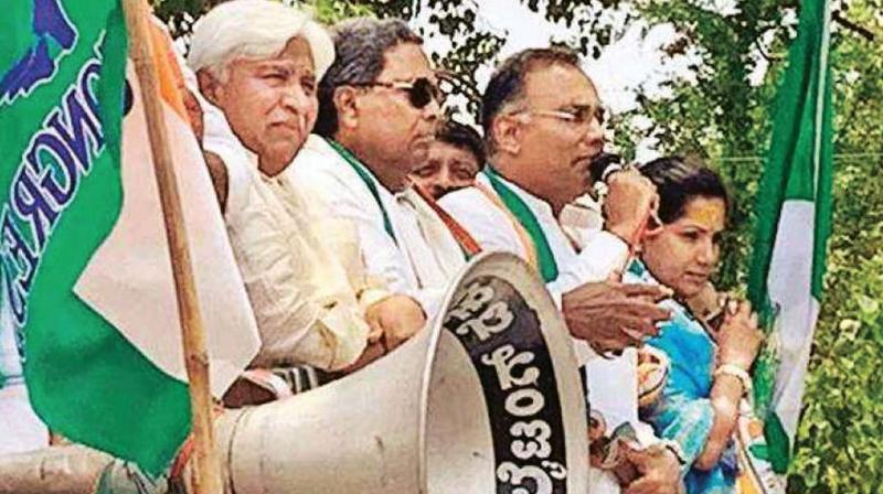 Former CM Siddaramaiah, KPCC president Dinesh Gundurao and Kundagol candidate Kusuma Shivalli during a poll campaign