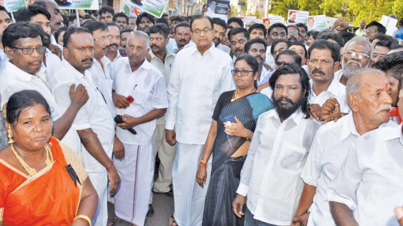 Former Union Minister and Rajya Sabha member P. Chidambaram leading a silent procession at Tiruchy on Tuesday, to commemorate the 28th death anniversary of former Prime Minister Rajiv Gandhi.