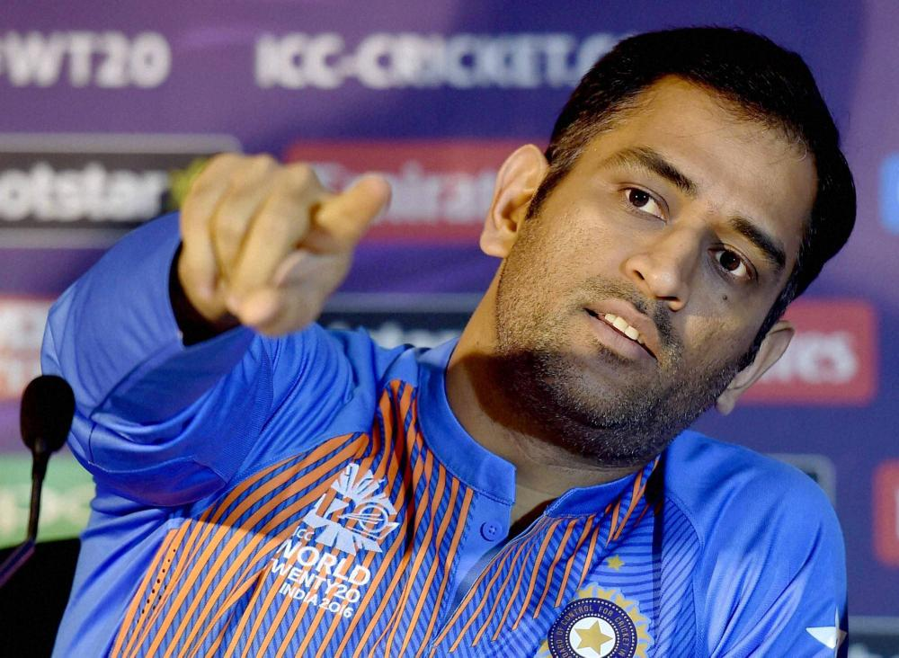 check out ms dhoni s sarcastic answers to reporters