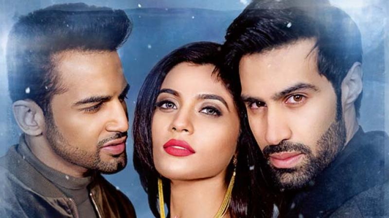 Gradually then, it all devolves into a forced and mildly ridiculous, suspenseful story as we get introduced to Natasha (Natasha Fernandez) and her fiancé Sunny (Upen Patel) who are travelling in a car to visit her ancestral property in the UK.