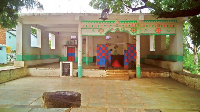 Mavinsoor is a tiny hamlet situated close to the famous Ratkal Revanasiddeshwara Temple, about 40 kms from Kalaburagi town.