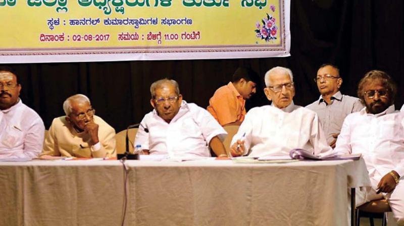 A file photo of Veerashaiva-Lingayat leaders Shamanur Shivashankarappa, N. Thippanna and Bhemanna Khandre at a meeting on religion tag for Veerashaiva-Lingayat community in Bengaluru