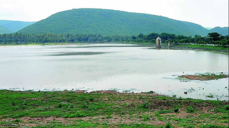 Due to poor rainfall in Vizag region the Mudasarlova reservoir in Visakhapatnam city looks like a dry lake (Photo: Deccan chronicle)