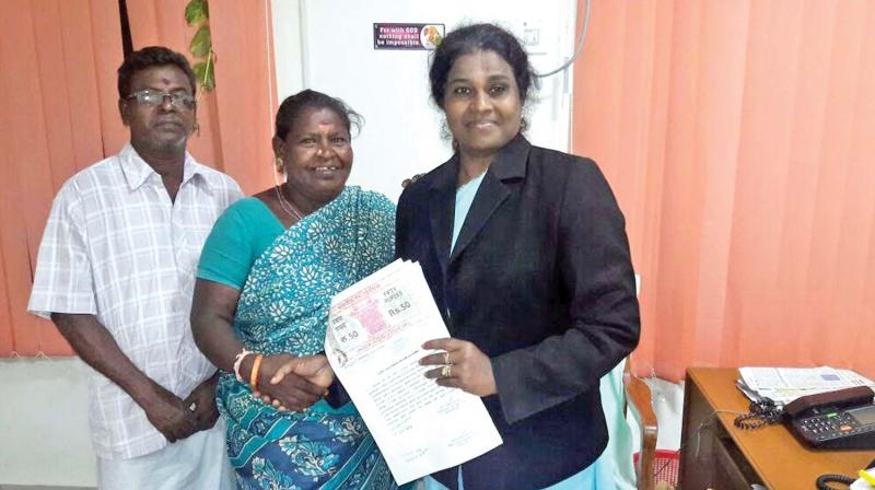Judge Jayanthi gives the allotment papers of TN Slum Clearance Board plot to thttp://images.deccanchronicle.com/dc-Cover-st7ic3nd5mj11eqa6muum6lv91-20170914064429.original.jpeghe poor litigants at her office in Chennai (Photo: DC)