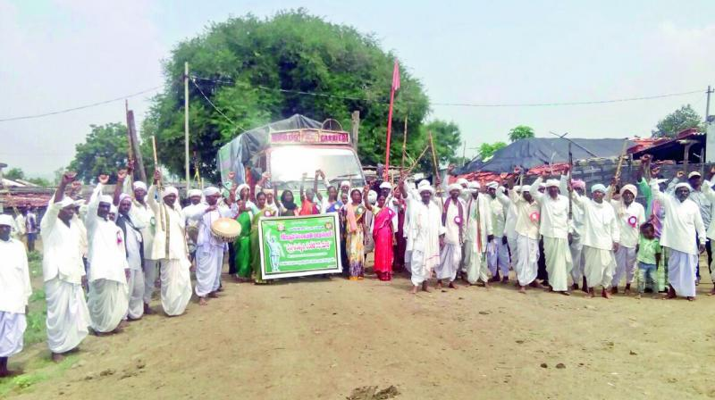 Adivasi elders take out yatra in Jainoor mandal in Kumarambheem Asifabad district on Wednesday (Photo: DC)