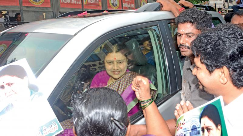 VK Sasikala meets, greets cadre on way back to prison (Photo: DC)