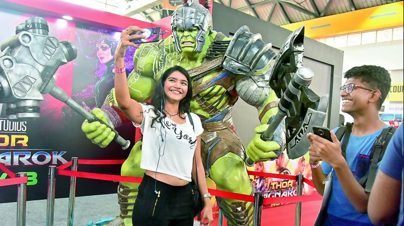 Naini with a model of Hulk at the Comic Con, Hyderabad
