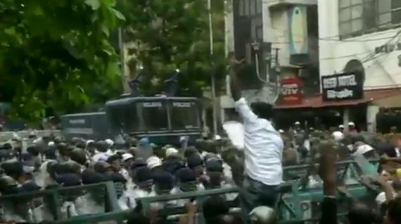 As huge crowds gathered in Kolkata near the police headquarters, police erected barricades to stop the protests from flaring up. (Photo: ANI)