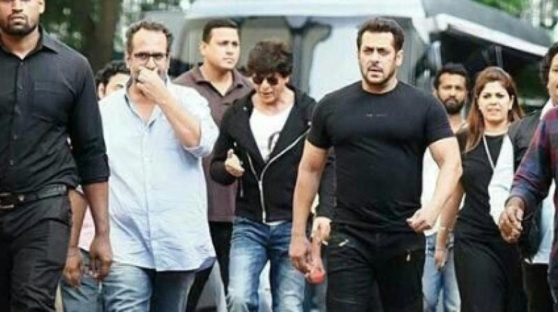 Shah Rukh Khan and Salman Khan with Aanand L Rai on the sets of the film. (Photo: instagram.com/shahrukkhan_arabicfc)