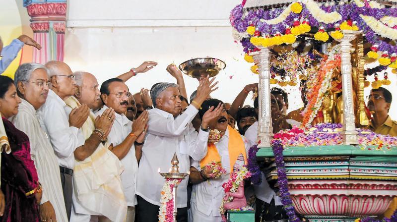 Novelist S.L. Bhyrappa inaugurates the Dasara celebrations atop Chamundi Hills in Mysuru on Sunday. CM B.S. Yediyurappa and Union Minister D.V. Sadananda Gowda were also present. (Photo: PTI)