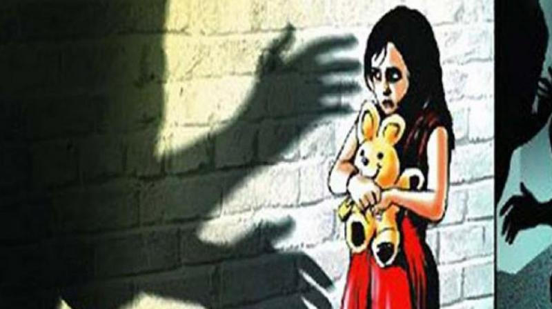 Kiran who lived in the same colony, entered the house in a drunken state. The grandmother thought he had come to the house to speak to the children. He gave Rs 10 to the five-year-old girl to buy chocolates, but then raped her inside the washroom of the house. (Representational Image)