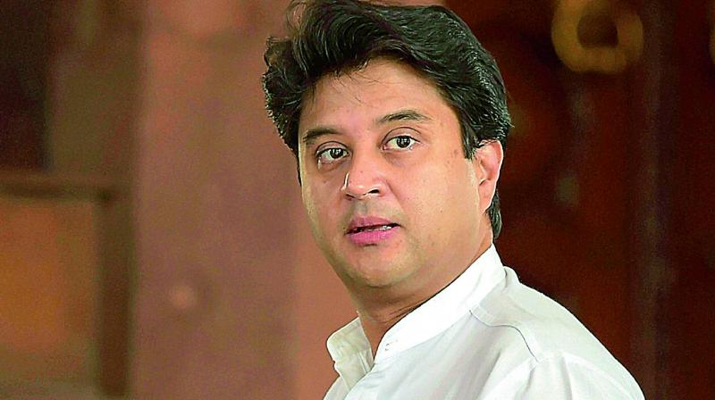 Cong leaders back Jyotiraditya Scindia for his stand on Centre's J&K move