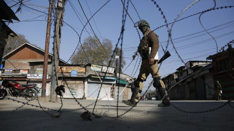 An Indian paramilitary soldier guards at a check point during a strike in Srinagar. (Photo: AP)
