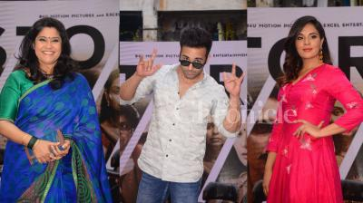 The makers of '3 Storeys' launched the trailer of the film yesterday in a chawl in Mumbai, which saw the entire star cast turning up along with the makers of the film. (Photos: Viral Bhayani)