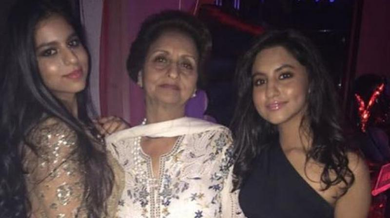 Suhana Khan with her granny. (Courtesy: Instagram/Gauri Khan)