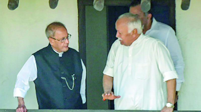 Former president Pranab Mukherjee with Rashtriya Swayamsevak Sangh (RSS) chief Mohan Bhagwat at the birthplace of RSS founder Keshav Baliram Hedgewar, in Nagpur, Maharashtra on Thursday. (Photo: PTI)