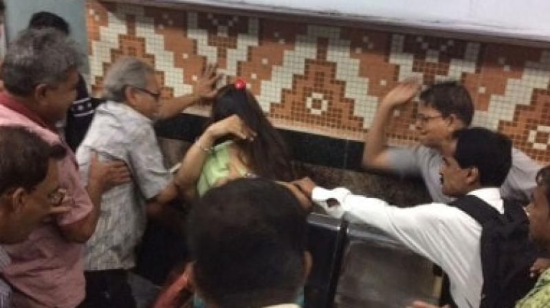Hyderabad metro witnesses lovers vulgar behavior!