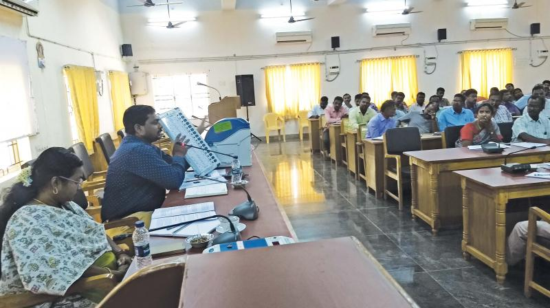 RDO  Suresh, explaining  about EVMs and VVPATs at a training programme at Thanjavur on Wednesday.	 (Image DC)