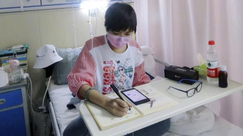 This May 2018, photo released by Su Lingmin shows her with a mask at her hospital bed in Harbin in northeastern China's Heilongjiang province. Diagnosed with leukemia four months ago, the 27-year-old native of the north China city of Harbin is helping give a human face to the struggle for more affordable cancer drugs in China. (Photo: AP)