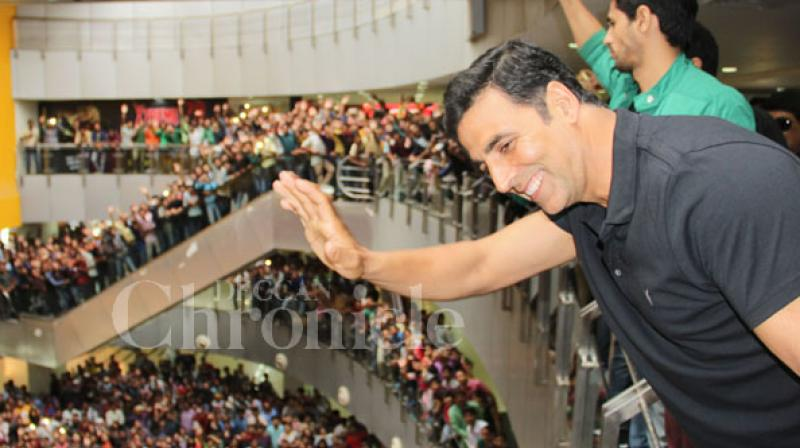Just recently, fans of Akshay Kumar reached an event where the actor was scheduled to be present much before he arrived.